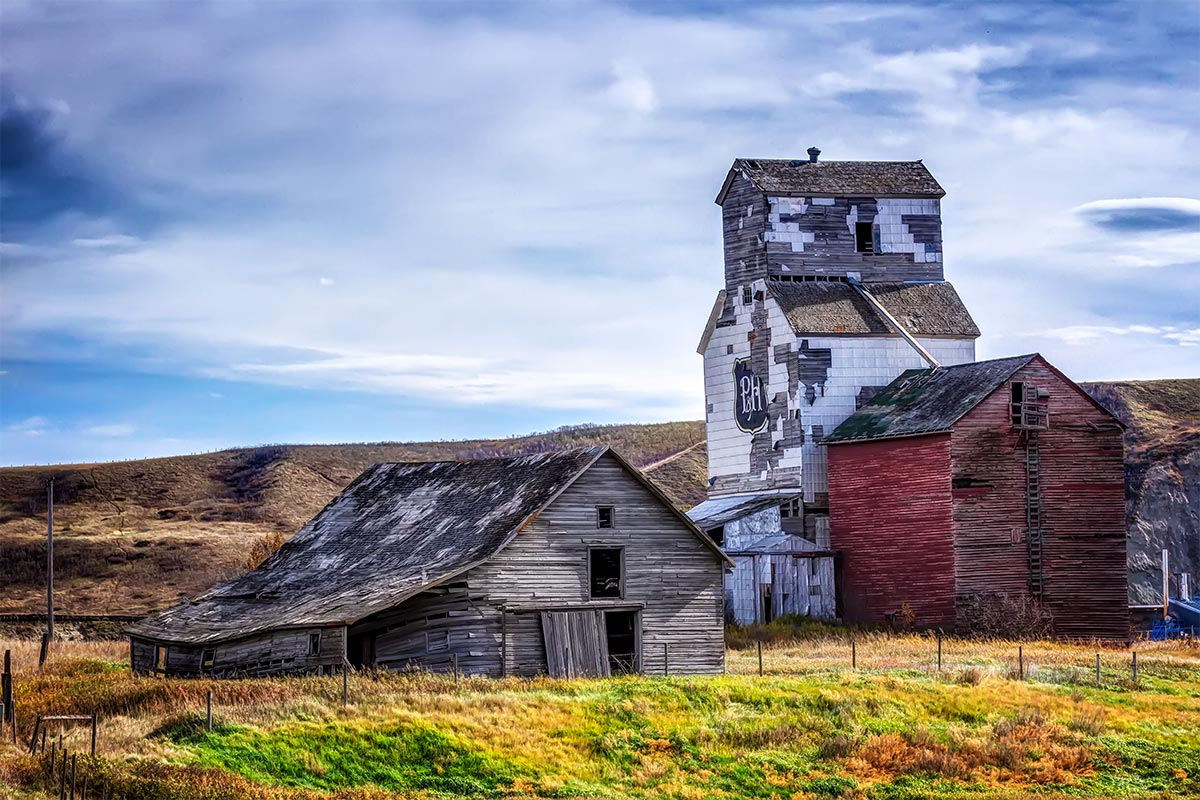 abandoned grain elevator in Sharpless, AB